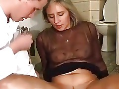 Oiled hot clips - old mom tube