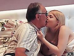 Hot tube vecchio e giovane - sesso da moglie matura